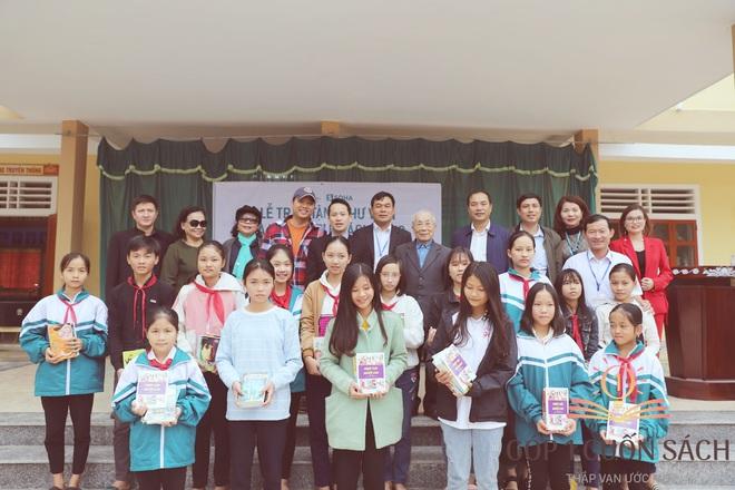 Về quê hương Can Lộc trao sách, đánh thức lòng tự hào dân tộc trong học sinh - Ảnh 11.