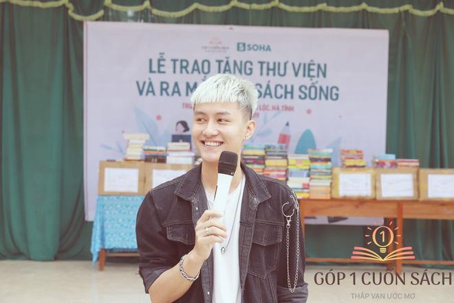 Về quê hương Can Lộc trao sách, đánh thức lòng tự hào dân tộc trong học sinh - Ảnh 9.
