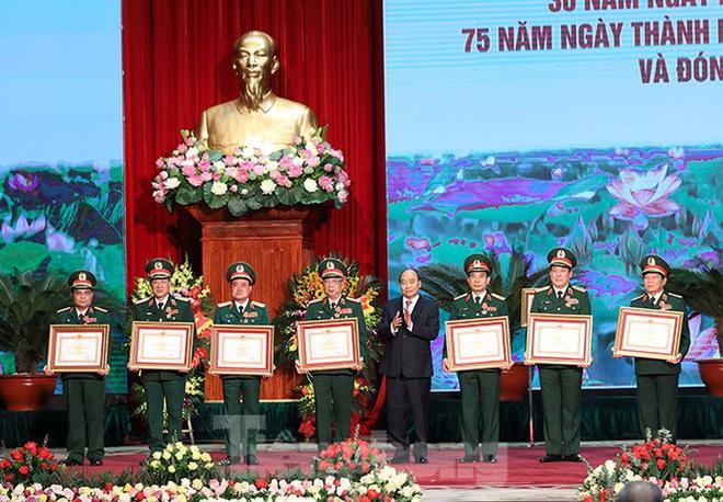 Đại tướng Ngô Xuân Lịch: Sử dụng mọi biện pháp cần thiết để tự vệ - Ảnh 2.
