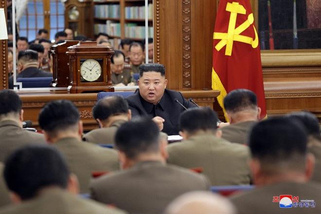 Lãnh đạo Kim Jong-un chủ trì hội nghị quân ủy trung ương mở rộng - Ảnh 2.