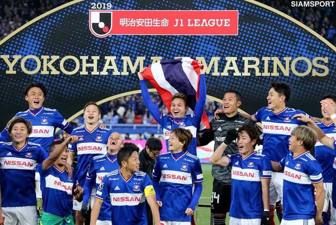 Đội trưởng tuyển Thái Lan được nhà vô địch Nhật Bản mua lại với bản hợp đồng triệu đô - Ảnh 1.