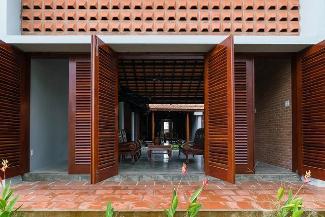 Mãn nhãn với ngôi nhà nội thất toàn bằng gỗ, như ốc đảo giữa nông thôn Việt Nam - Ảnh 4.