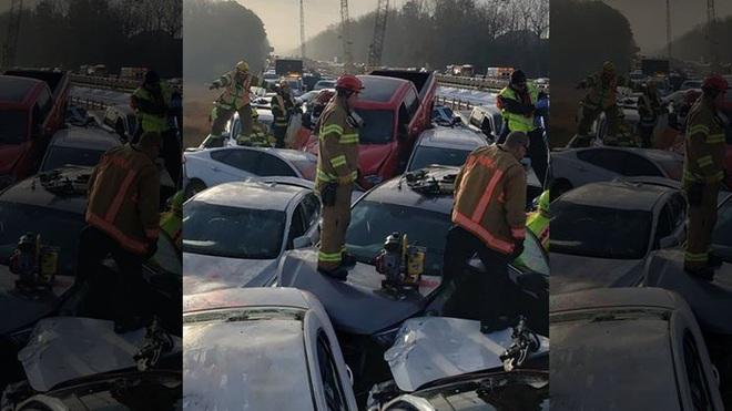 69 xe hơi lao chất chồng lên nhau trong tai nạn liên hoàn gây tắc nghẽn cao tốc Mỹ - Ảnh 1.