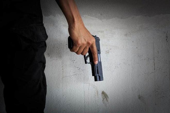 Bị từ chối tình cảm, chủ quán bar bắn chết nữ nhân viên - Ảnh 1.