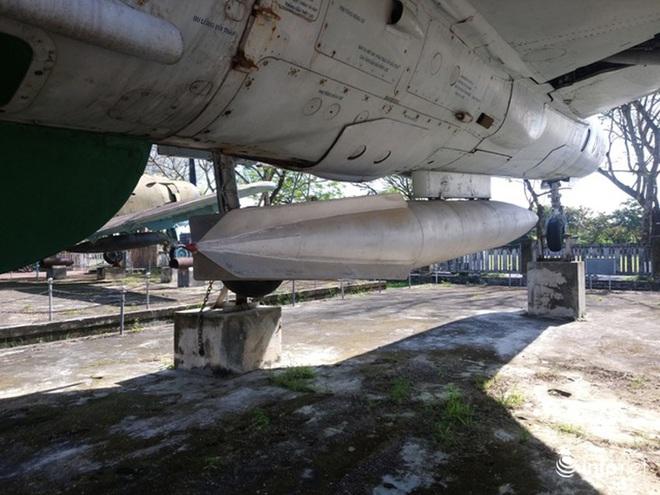 Cận cảnh 4 chiếc máy bay chiến đấu thần thánh trong Kinh thành Huế - Ảnh 11.
