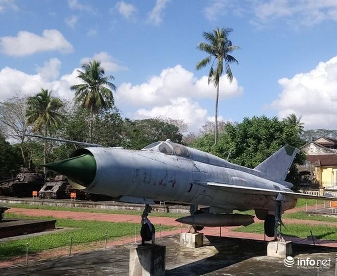 Cận cảnh 4 chiếc máy bay chiến đấu thần thánh trong Kinh thành Huế - Ảnh 12.