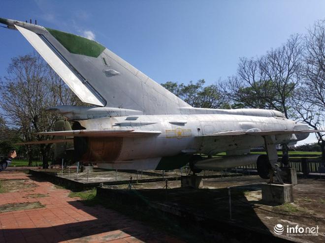 Cận cảnh 4 chiếc máy bay chiến đấu thần thánh trong Kinh thành Huế - Ảnh 10.