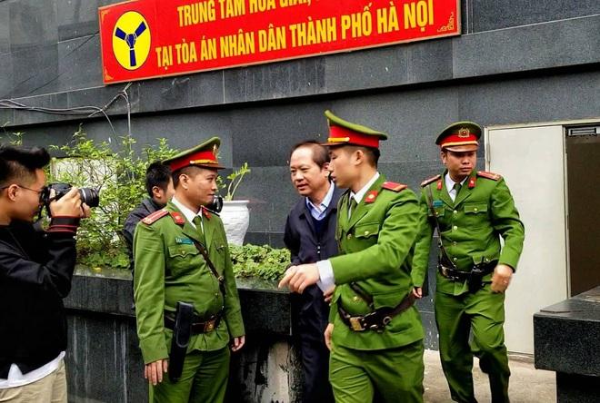 Cựu Chủ tịch AVG Phạm Nhật Vũ xin vắng mặt trong ngày nói lời sau cùng và tuyên án vì lý do sức khoẻ - Ảnh 1.