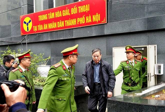 Cựu Chủ tịch AVG Phạm Nhật Vũ xin vắng mặt trong ngày nói lời sau cùng và tuyên án vì lý do sức khoẻ - Ảnh 2.