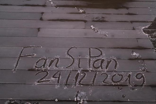 Đỉnh Fansipan xuống dưới 0 độ, xuất hiện băng tuyết trong ngày lễ Noel - Ảnh 2.