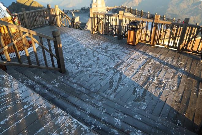Đỉnh Fansipan xuống dưới 0 độ, xuất hiện băng tuyết trong ngày lễ Noel - Ảnh 3.