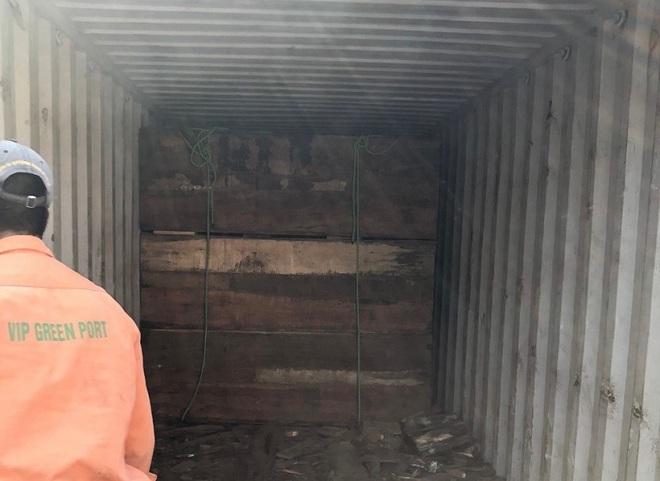 Cận cảnh 2 tấn ngà voi, vảy tê tê châu Phi ngụy trang trong hộp gỗ - Ảnh 3.