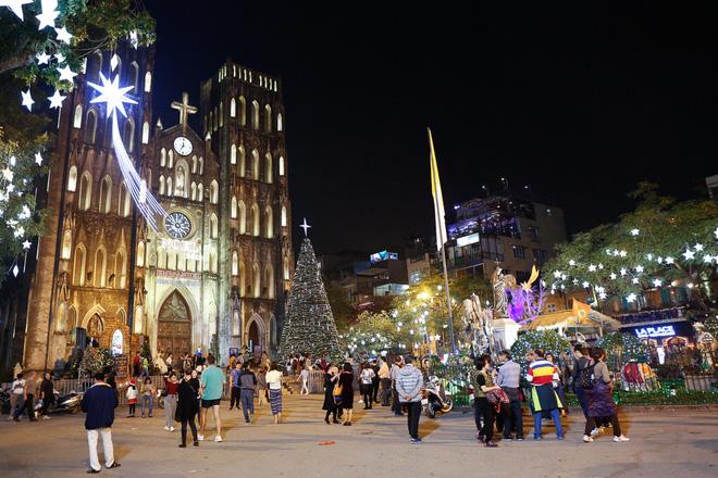 Những điểm lý tưởng đón Giáng Sinh, Noel tại Hà Nội và TP HCM - Ảnh 1.