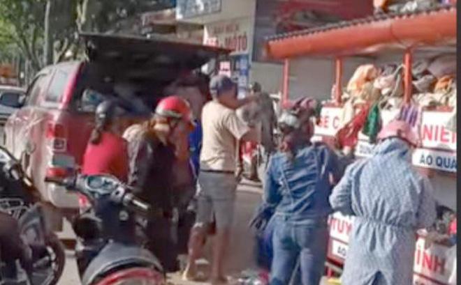 Sự thật 'đại gia' tranh quần áo từ thiện với dân nghèo ở Đà Nẵng