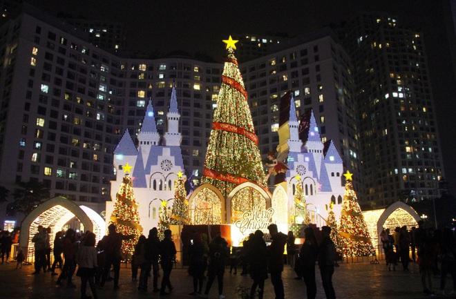 Những điểm lý tưởng đón Giáng Sinh, Noel tại Hà Nội và TP HCM - Ảnh 10.