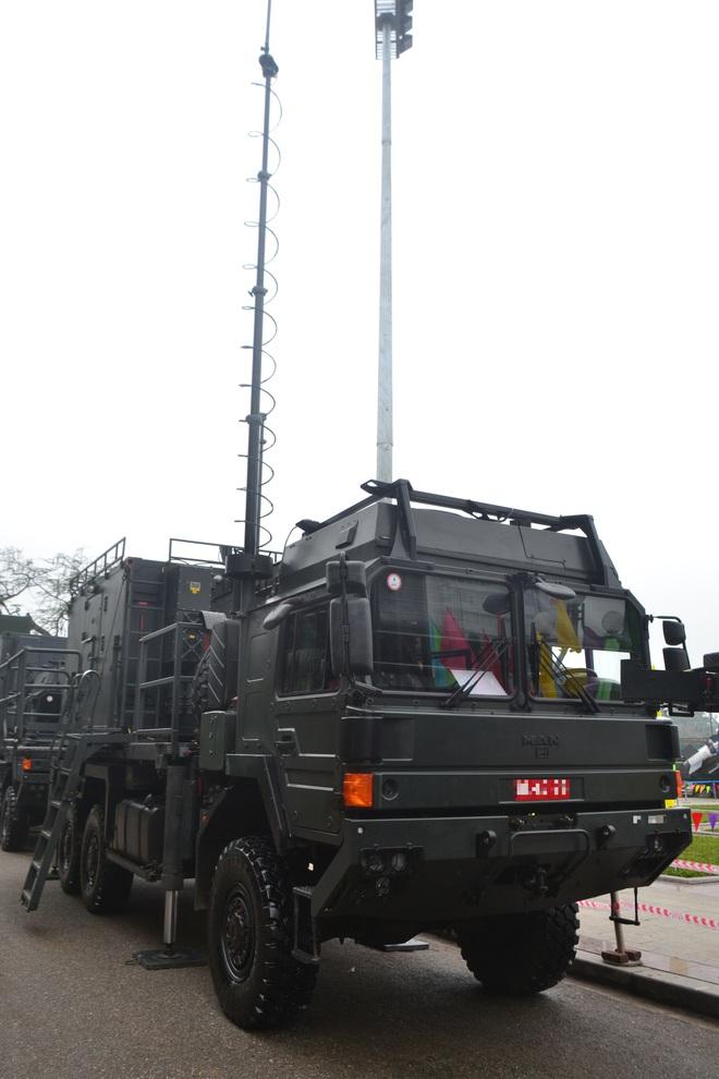 Nhìn cận cảnh tổ hợp tên lửa mới cứng của phòng không Việt Nam: Đẳng cấp thế giới - Ảnh 11.