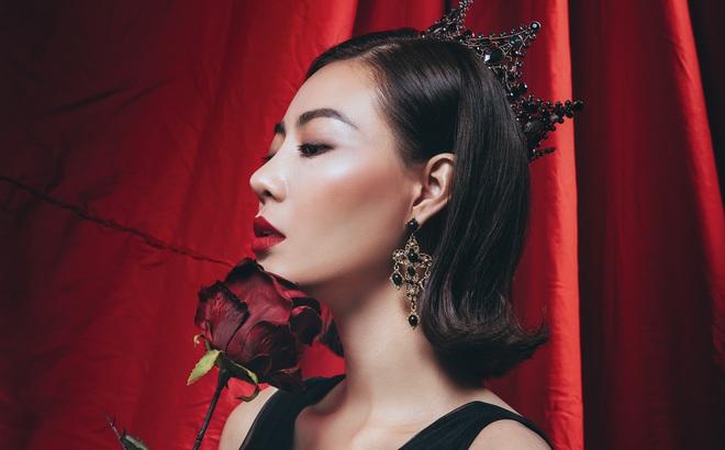 Diễn viên Thanh Hương đeo vương miện đen, khuôn mặt lạnh lùng, bí ẩn trong bộ ảnh mới