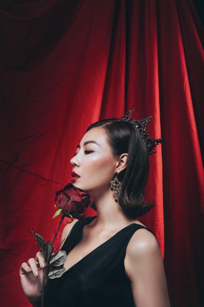Diễn viên Thanh Hương đeo vương miện đen, khuôn mặt lạnh lùng, bí ẩn trong bộ ảnh mới - Ảnh 5.
