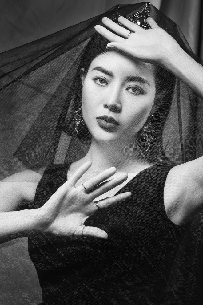 Diễn viên Thanh Hương đeo vương miện đen, khuôn mặt lạnh lùng, bí ẩn trong bộ ảnh mới - Ảnh 4.