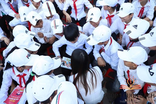"""Khi danh thủ Quang Hải, MC Thảo Vân """"duyệt"""" ước mơ của học sinh nghèo Can Lộc - Ảnh 9."""