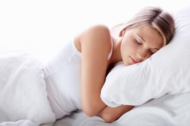 5 thói quen tốt vào buổi tối giúp cơ thể tự đốt mỡ tự nhiên: Vừa khỏe vừa giảm cân - Ảnh 2.