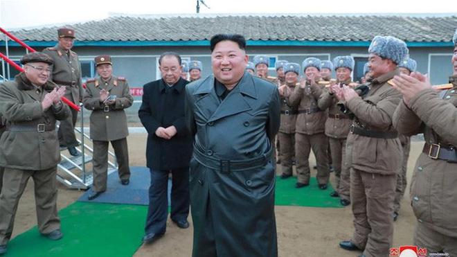 Ông Trump: Biết đâu ông Kim Jong-un tặng bình hoa thật đẹp làm quà Giáng sinh - Ảnh 2.