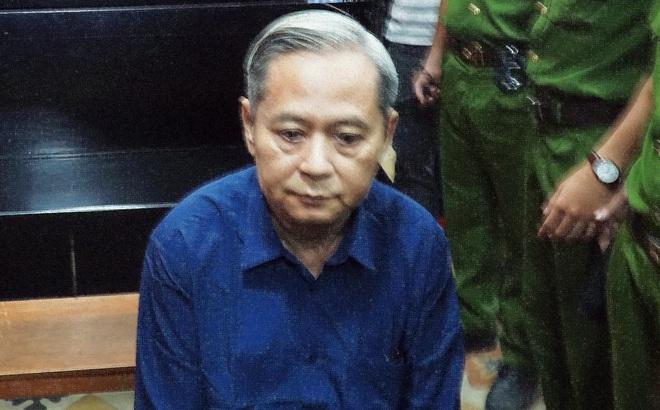 """Nguyên Phó Chủ tịch UBND TP HCM Nguyễn Hữu Tín sụt cân, """"không khỏe"""" trong ngày xét xử"""
