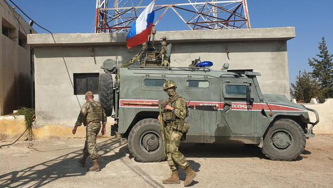 Đoàn xe tuần tra của quân cảnh Nga bị Mỹ chặn lại bằng vũ lực - Ảnh 12.