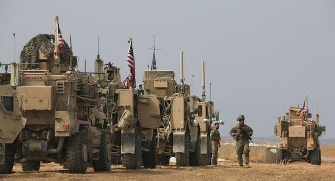 Đoàn xe tuần tra của quân cảnh Nga bị Mỹ chặn lại bằng vũ lực - Ảnh 2.