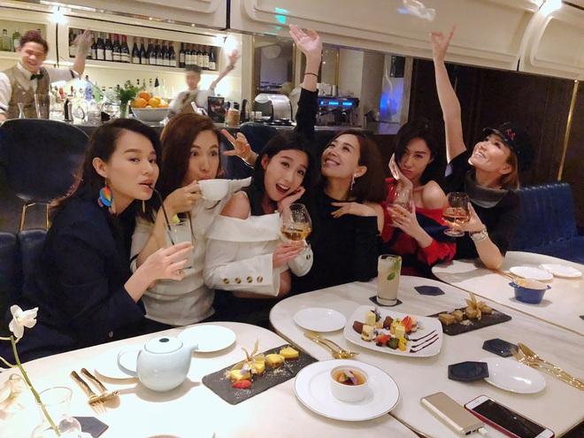 Hội bạn thân quyền lực nhất Hong Kong: Toàn mỹ nhân xinh đẹp, nóng bỏng và giàu có - Ảnh 23.