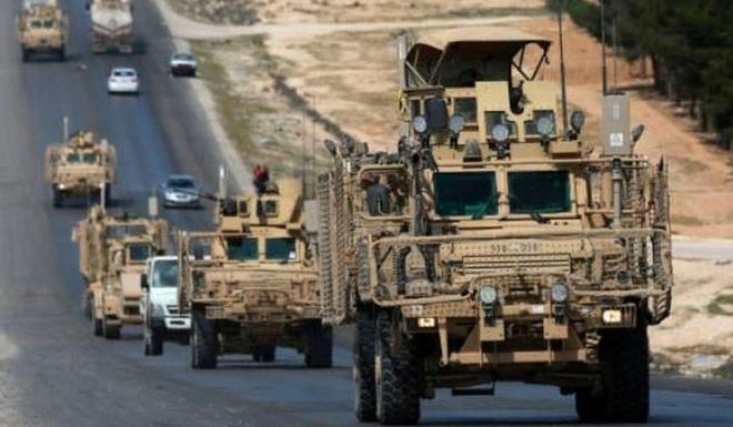 Đoàn xe tuần tra của quân cảnh Nga bị Mỹ chặn lại bằng vũ lực - Ảnh 3.