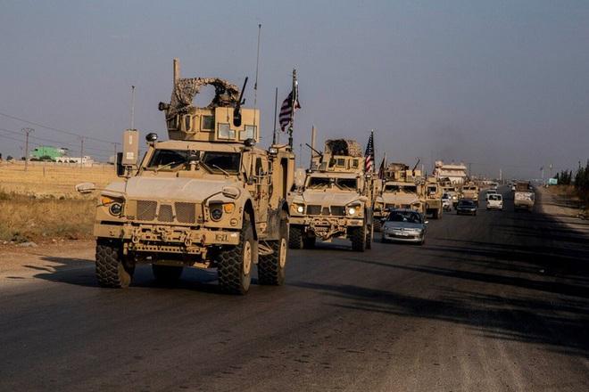 Đoàn xe tuần tra của quân cảnh Nga bị Mỹ chặn lại bằng vũ lực - Ảnh 4.