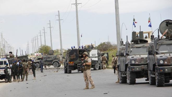 Đoàn xe tuần tra của quân cảnh Nga bị Mỹ chặn lại bằng vũ lực - Ảnh 5.