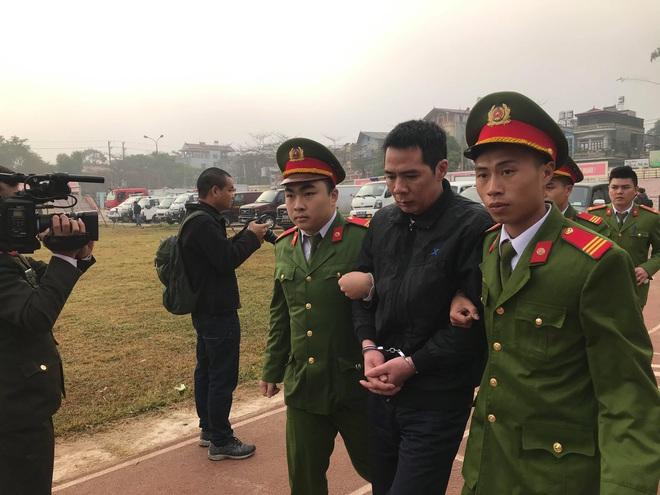 Xét xử vụ nữ sinh giao gà ở Điện Biên: Bùi Văn Công cho rằng chủ mưu còn đang nhởn nhơ ngoài xã hội... - Ảnh 39.