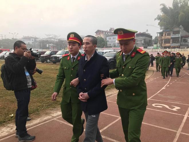 Xét xử vụ nữ sinh giao gà ở Điện Biên: Bùi Văn Công cho rằng chủ mưu còn đang nhởn nhơ ngoài xã hội... - Ảnh 35.
