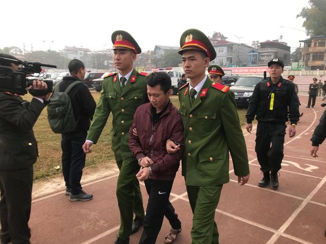 Xét xử vụ nữ sinh giao gà ở Điện Biên: Bùi Văn Công cho rằng chủ mưu còn đang nhởn nhơ ngoài xã hội... - Ảnh 36.