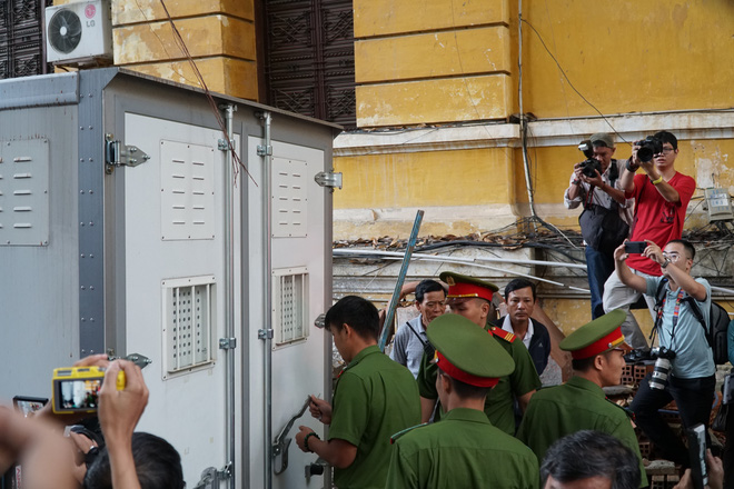 Bị cáo Nguyễn Hữu Tín, nguyên Phó Chủ tịch UBND TP HCM nói tại phiên xử: Tôi biết tôi sai rồi - Ảnh 2.