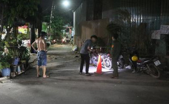 2 nhóm thanh niên lao vào hỗn chiến, đuổi chém nhau ầm ĩ giữa đường vì... đèn pha dọi vào mặt