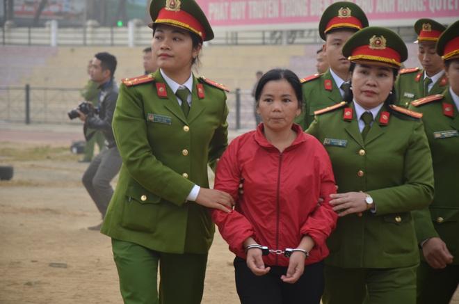 Tranh luận gay cấn giữa VKS và luật sư về đề nghị khởi tố thêm tội với Bùi Thị Kim Thu - Ảnh 1.