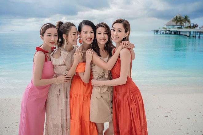 Hội bạn thân quyền lực nhất Hong Kong: Toàn mỹ nhân xinh đẹp, nóng bỏng và giàu có - Ảnh 9.