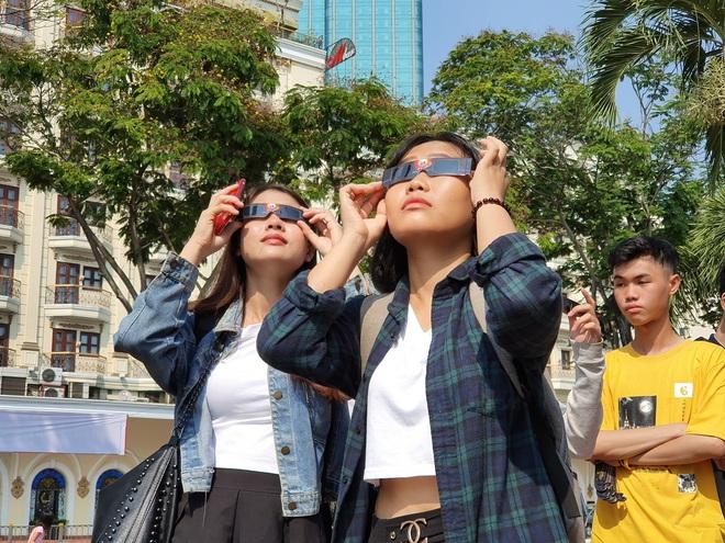 Xem nhật thực cuối cùng của thập kỷ ở Việt Nam trưa nay - Ảnh 1.