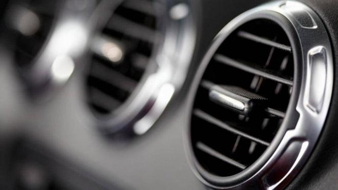 Một số mẹo đơn giản làm sạch nội thất xe ô tô - Ảnh 1.