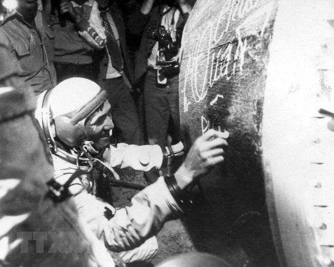 """Phạm Tuân - Phi công đầu tiên bắn tan """"siêu pháo đài bay"""" B-52 - Ảnh 2."""