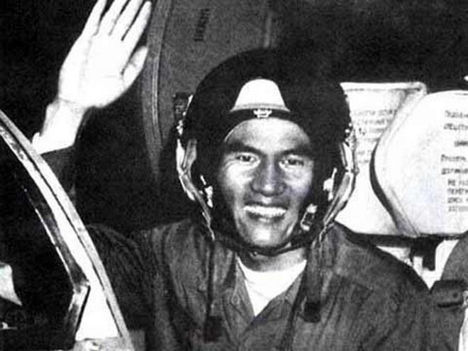 """Phạm Tuân - Phi công đầu tiên bắn tan """"siêu pháo đài bay"""" B-52 - Ảnh 5."""