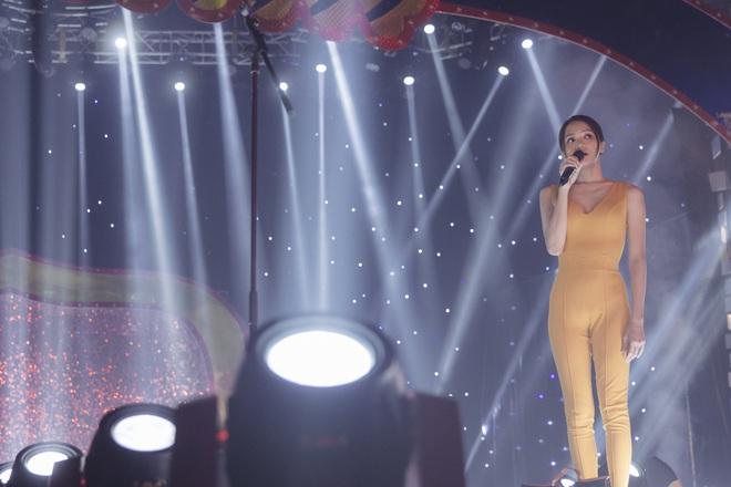 Hé lộ hậu trường vai diễn điện ảnh đầu tay của Hoa hậu Chuyển giới Hương Giang - Ảnh 8.