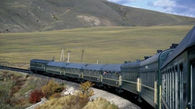 Xuyên qua 8 múi giờ, đây là tuyến đường sắt dài bậc nhất, hiểm trở nhất thế giới - ảnh 7