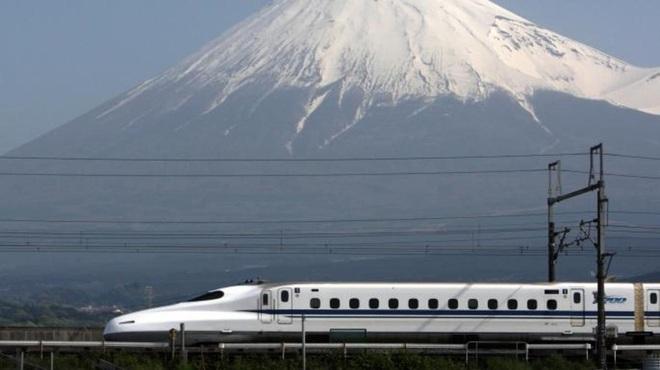 Xuyên qua 8 múi giờ, đây là tuyến đường sắt dài bậc nhất, hiểm trở nhất thế giới - ảnh 9