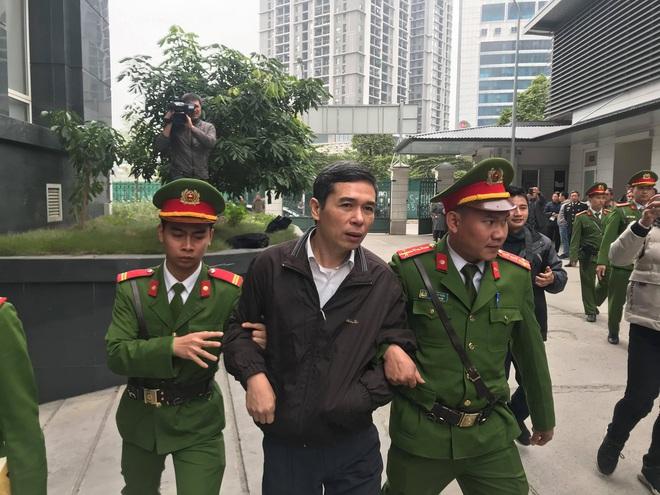 Tuyên án vụ MobiFone mua AVG: Ông Nguyễn Bắc Son bị tuyên án chung thân, Trương Minh Tuấn 14 năm tù - Ảnh 2.