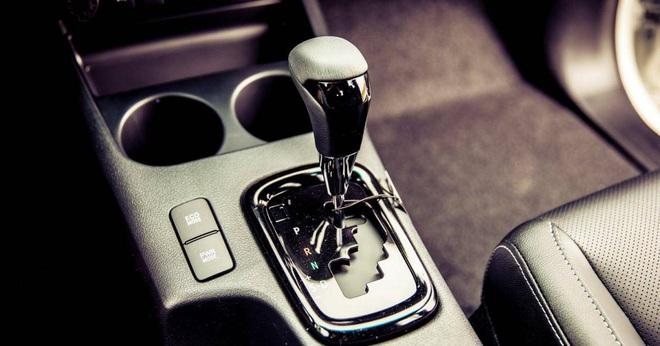 Nên chọn ô tô có cần số thẳng hàng hay zig-zag? - Ảnh 2.
