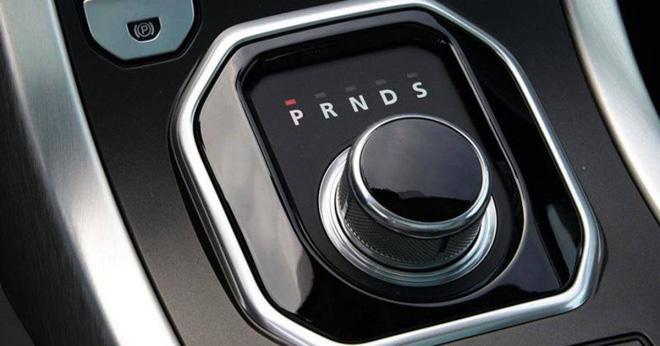 Nên chọn ô tô có cần số thẳng hàng hay zig-zag? - Ảnh 5.